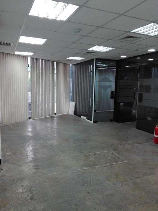 Alquilo Oficina en San Isidro
