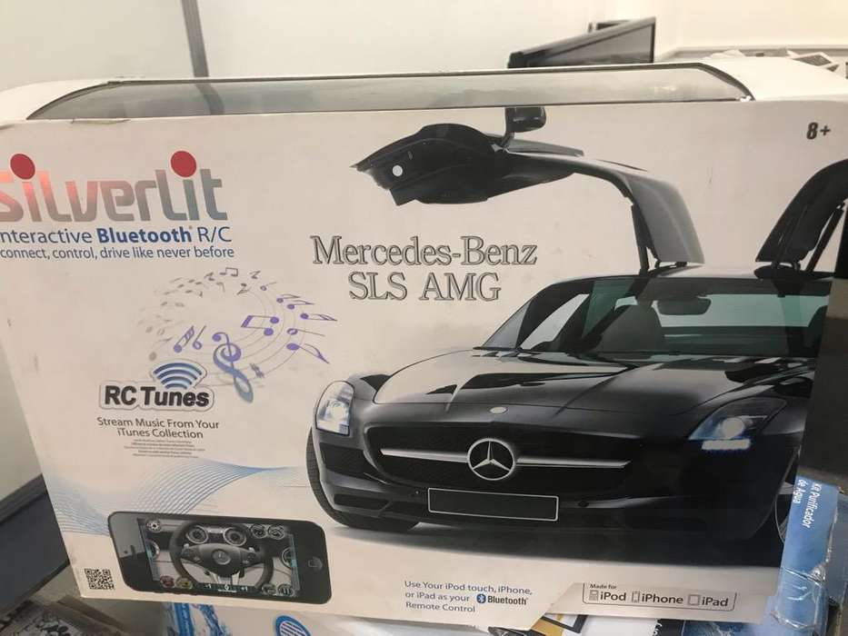 Auto a control Mercedes Benz Apple