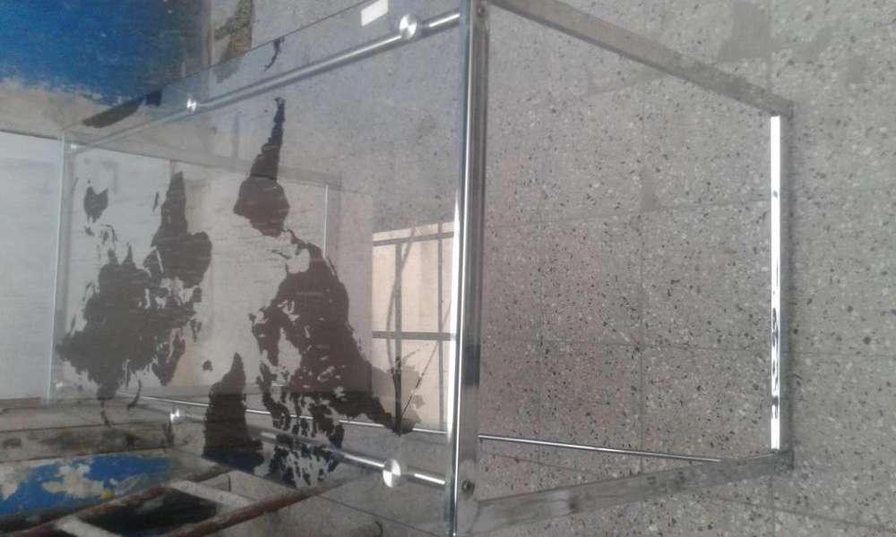 <strong>escritorio</strong> cromado con vidrio de Logo Mapamundi