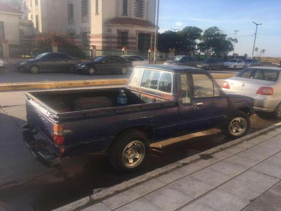 Toyota Hilux 1985 - 300000 km