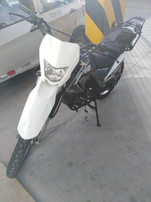 Moto Zongshen ZX 200cc con 4,000 km
