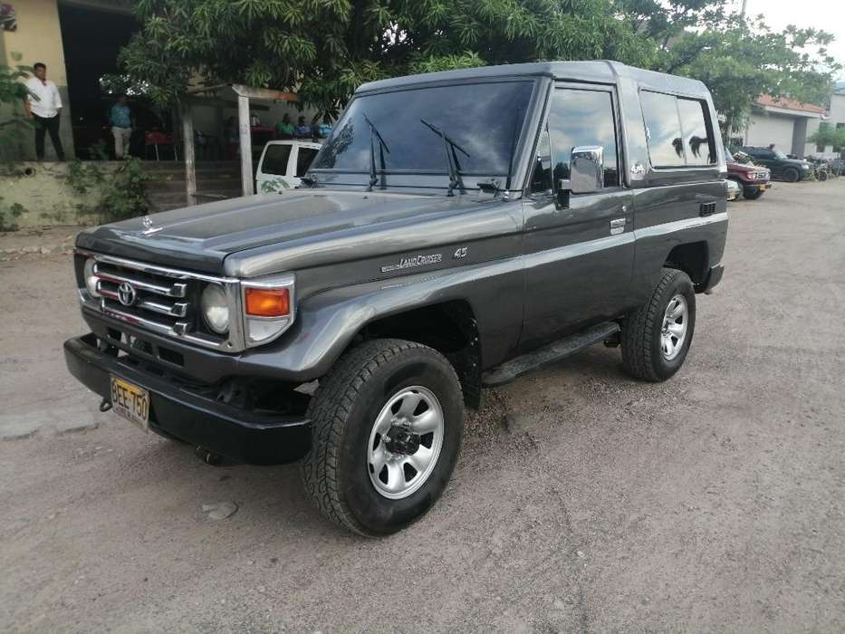 Toyota FJ Cruiser 1994 - 220000 km