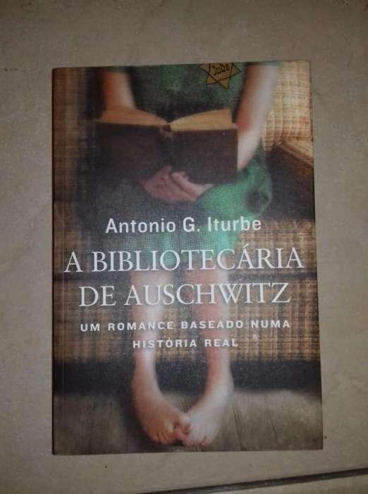 Libro la bibliotecaria de Auschwitz en portugues