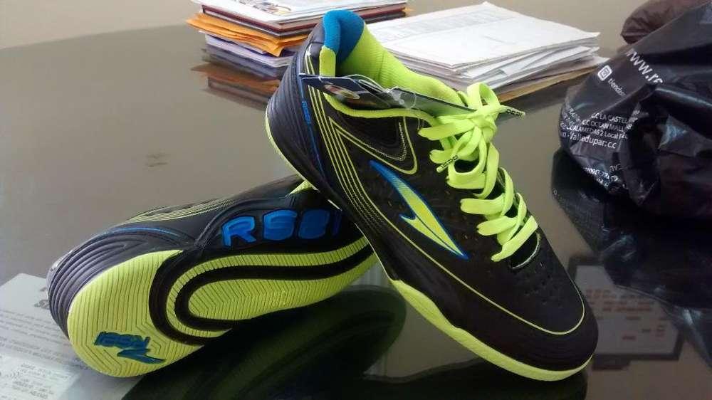 Zapatilla Futsal Talla 34 Rs21