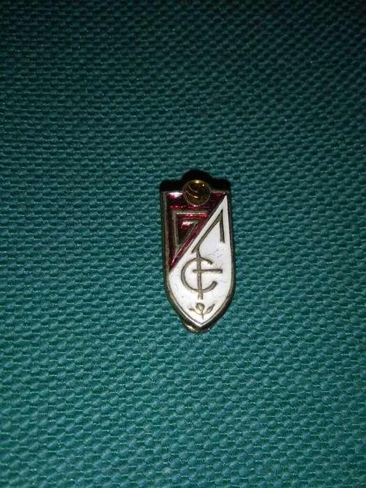 Viejo Pin Distintivo del Granada CF de España 1970s. solapero