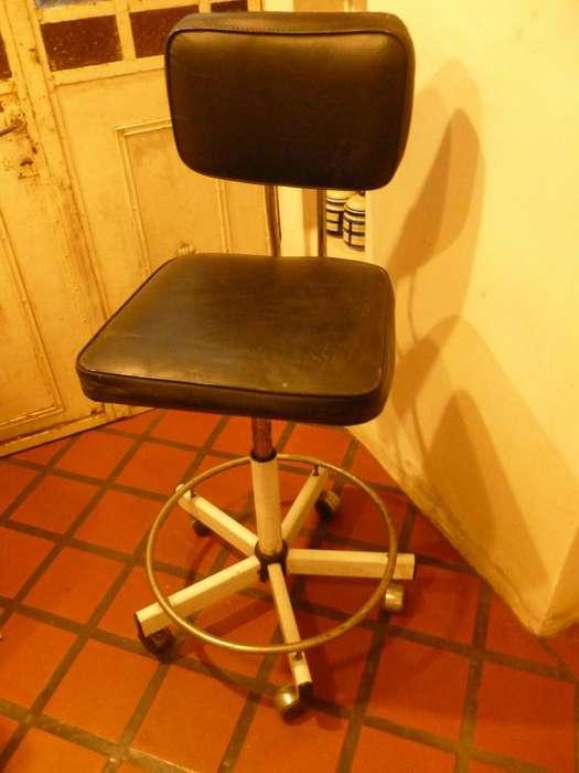 Silla giratoria Pizzini para tablero de arquitectura, <strong>escritorio</strong> ó bar