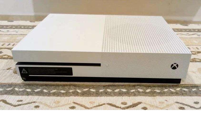 Xbox One S ( con 8 Juegos )