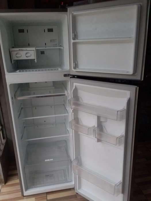 se vende refrigeradora por motivo de viaje