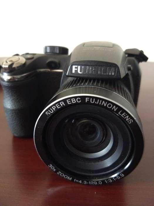 Camara FujiFilm Finepix S4000