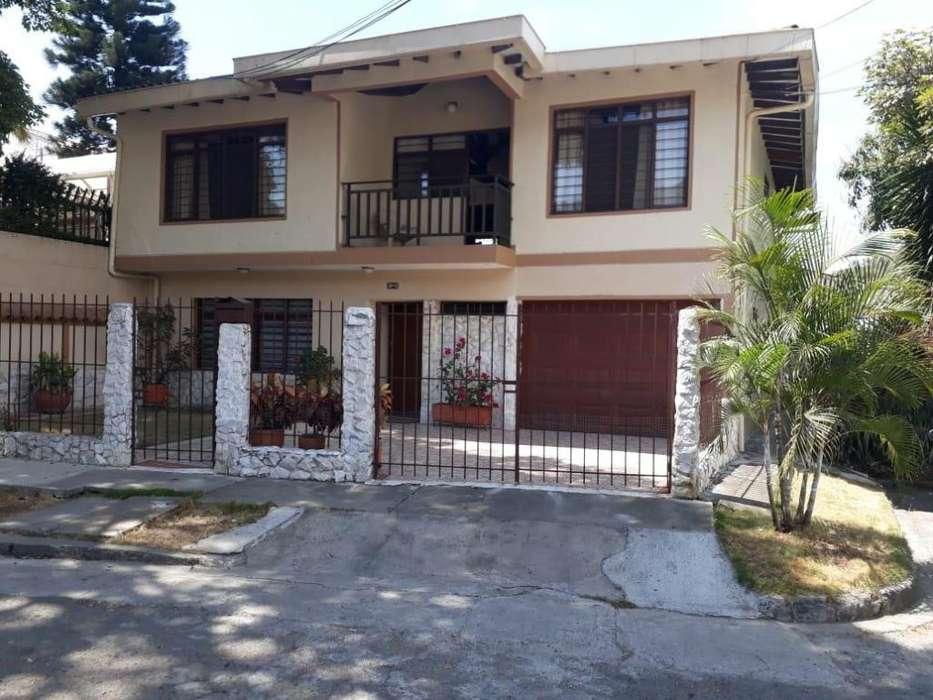 Hermosa Casa Barrio El Bosque