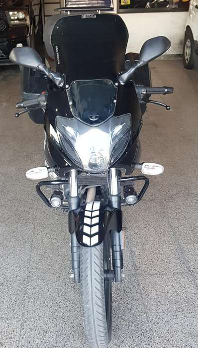 Car Black Automotores Rouser 220