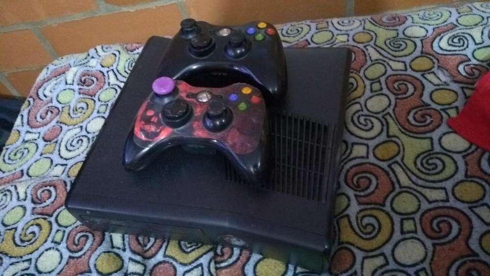 Vendo Xbox 360 con Dos Controles
