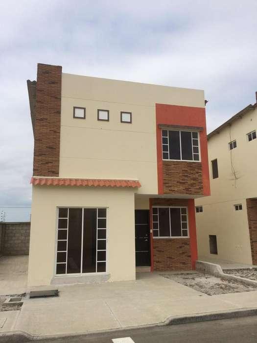 Alquiler casa en Manta en urbanización privada a cinco minutos del registro civil