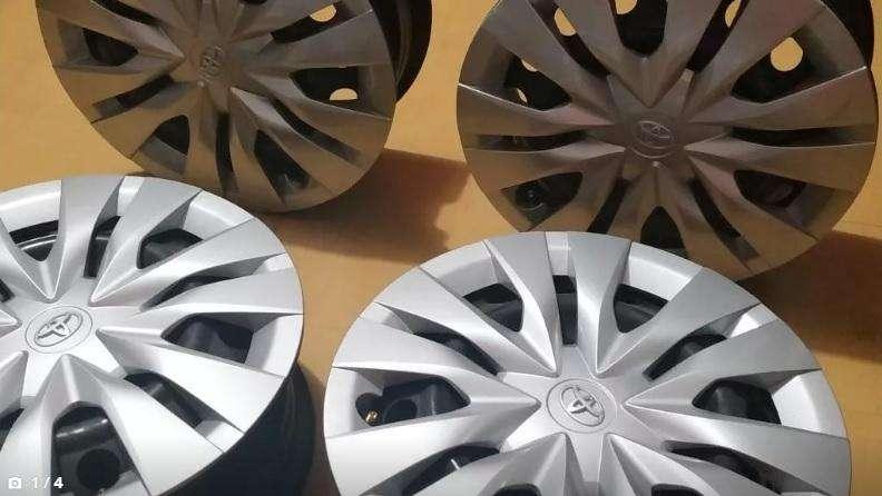 Vendo aros 15 originales toyota yaris con tapa plástica
