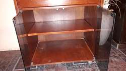 Mesa para TV medidas: 65 ancho x 48 profundidad x 82 alto