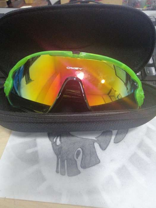 Vendo Gafas Oakley con Estuche