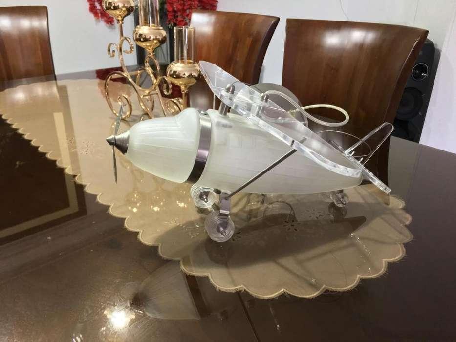 Lampara de Techo con diseño de avion Perfecto Estado