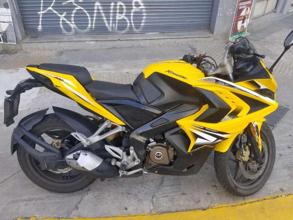 Moto bajaj rouser 200 RS