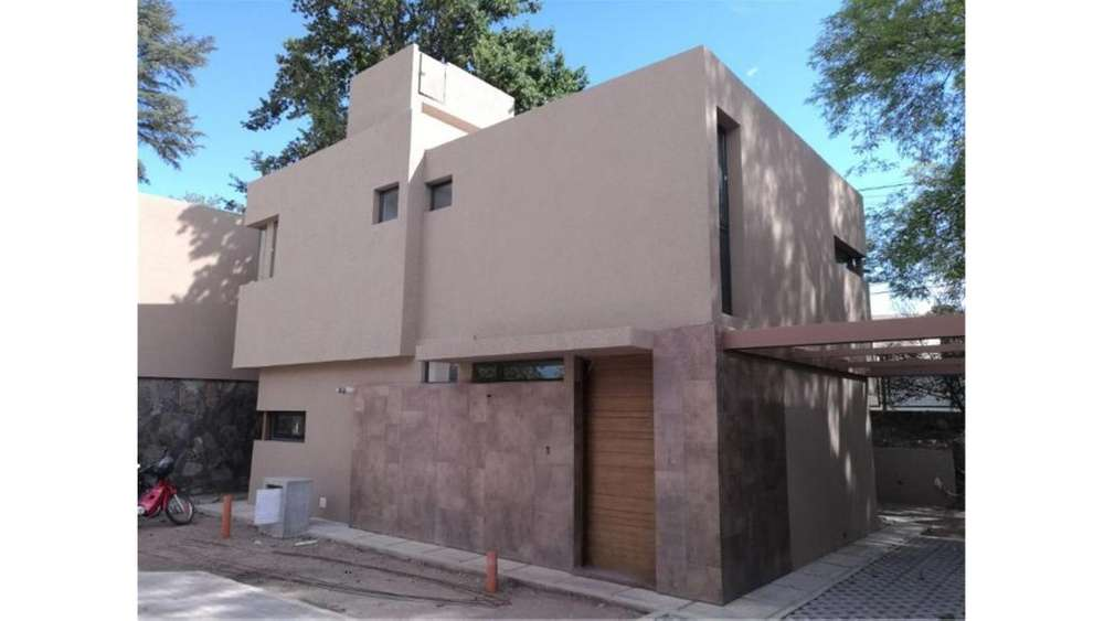 Tycho Brahe Y Justo Liebig S/N - UD 238.000 - Casa en Venta