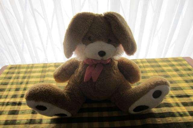 Conejo de peluche, de 35 cm, excelente calidad!!, impecable estado!!