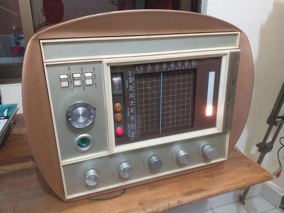 Antiguo Radio de Tubos