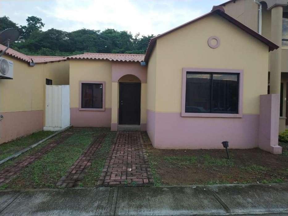 Venta de Casa en Urb. Villa Club, cerca del Riocentro El Dorado, Aurora, Via a Samborondon