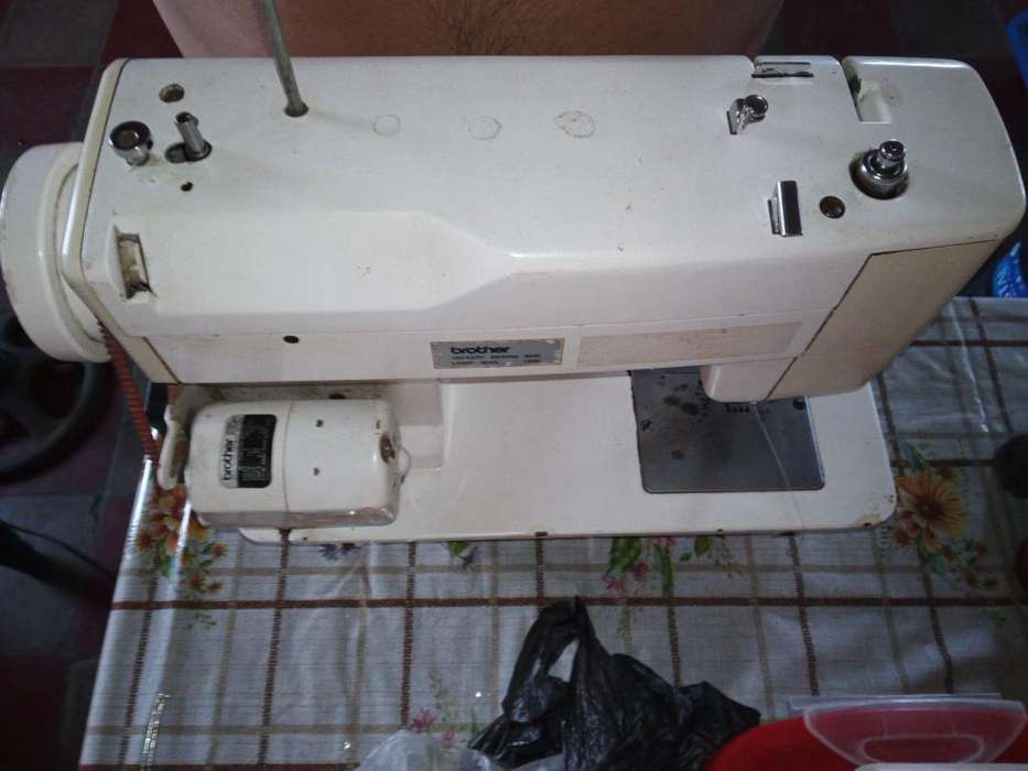 Vendo Maquina de Coser Brother Prestige