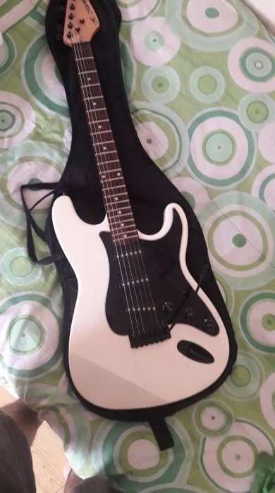 Guitarra Electrica Usada !BARATA¡ (poco tiempo de uso) !Contactame¡