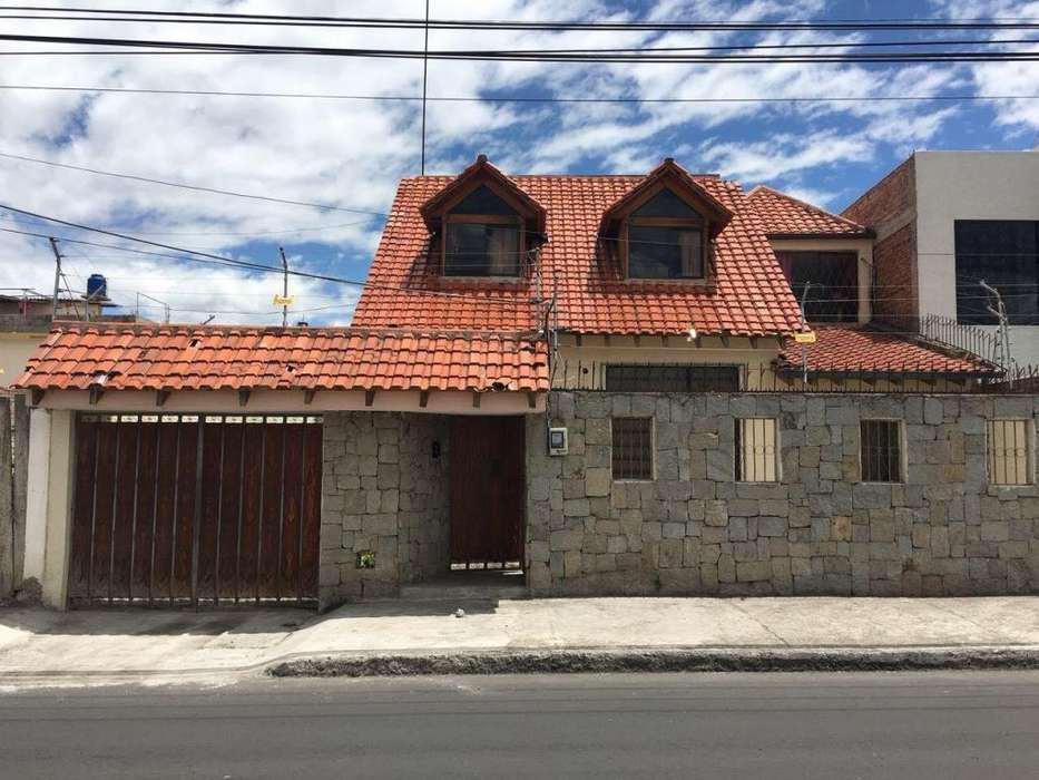 SECTOR DE LA UTA DOS CASAS EN UN TERRENO DE 300MTS2 Y 316MT2 DE CONSTRUCCION