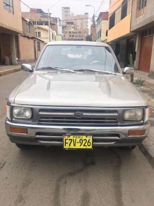 Toyota Hilux 1995 - 250000 km