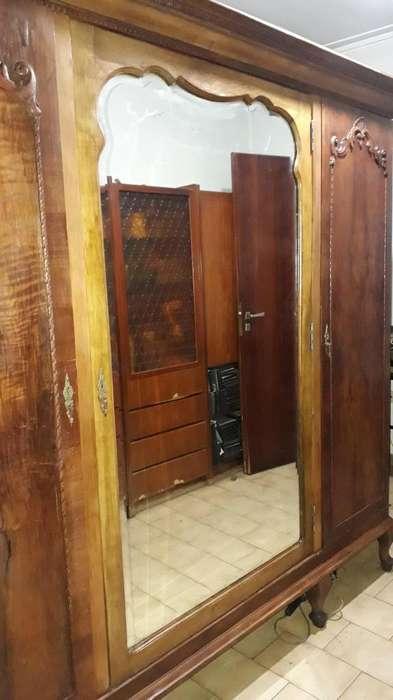 Vendo mueble antiguo de madera olivo espejo cristal biselado de 6mm espesor