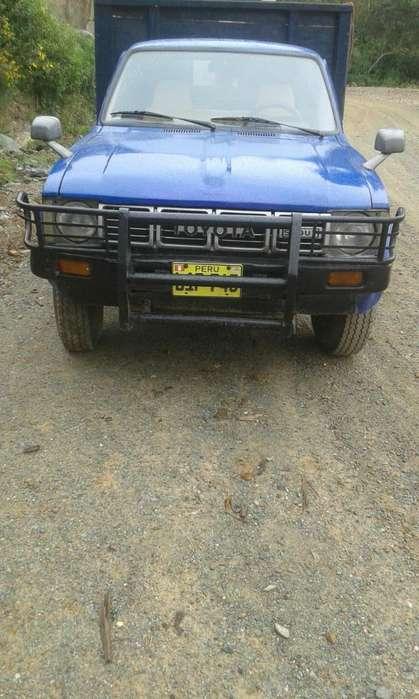 Toyota Hilux 1992 - 100000 km