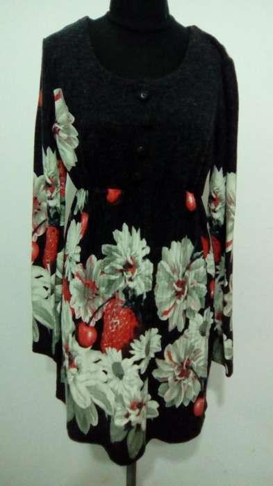 Vestido de lanilla estampado con flores coloridas. Talle M 250