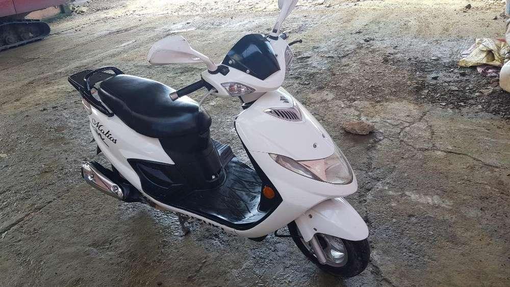 <strong>motoneta</strong> Suzuki An 125 2014