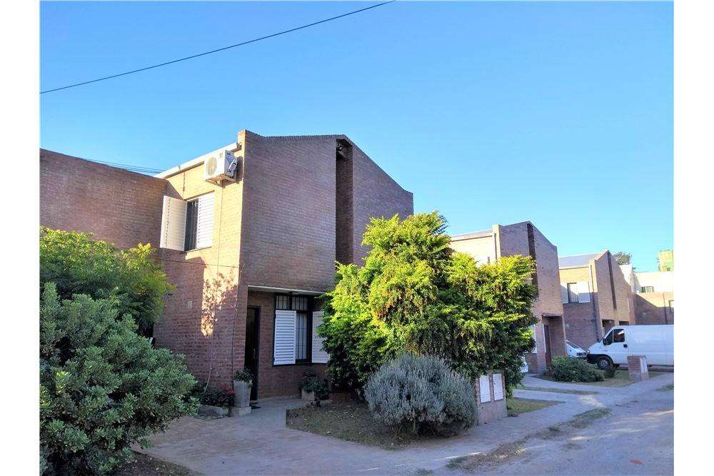 DUPLEX 3 DORMITORIOS HOUSING PRIVADO ZONA SUR