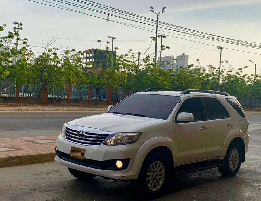Toyota Fortuner 2013 - 105000 km