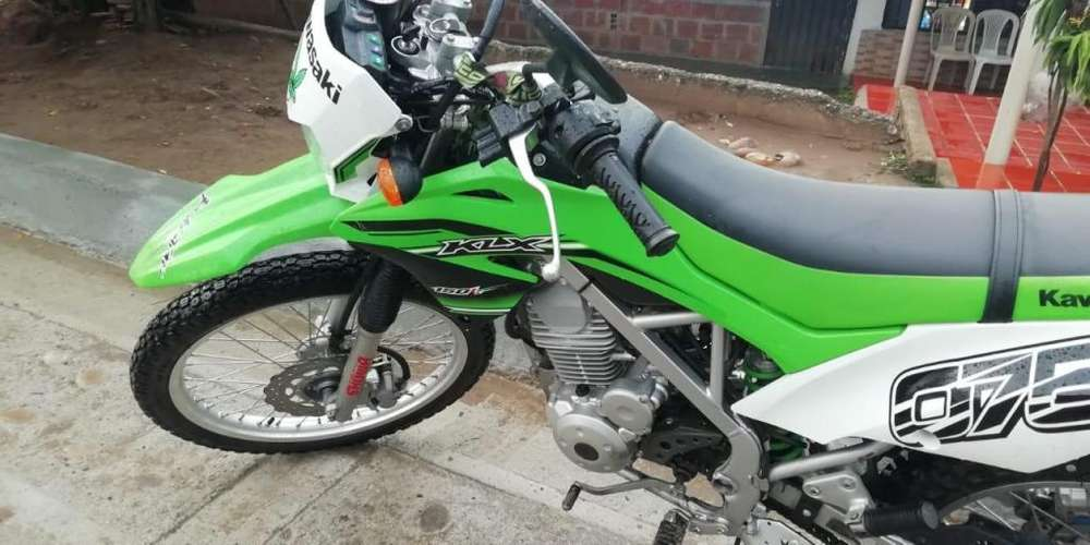 se vende moto kawasaki 150