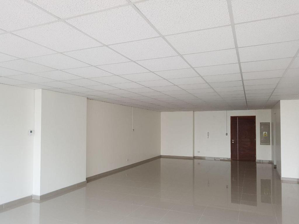 Se vende Exclusiva oficina en magdalena limite con san isidro
