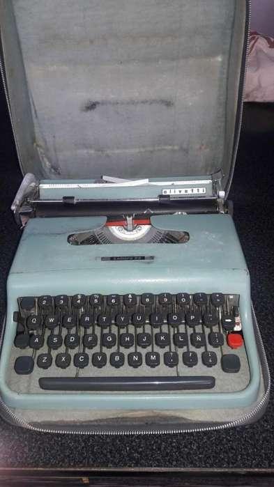 Maquina de escribir OLIVETTI Lettera 22