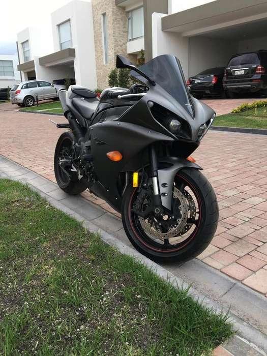 Yamaha R1 Moto