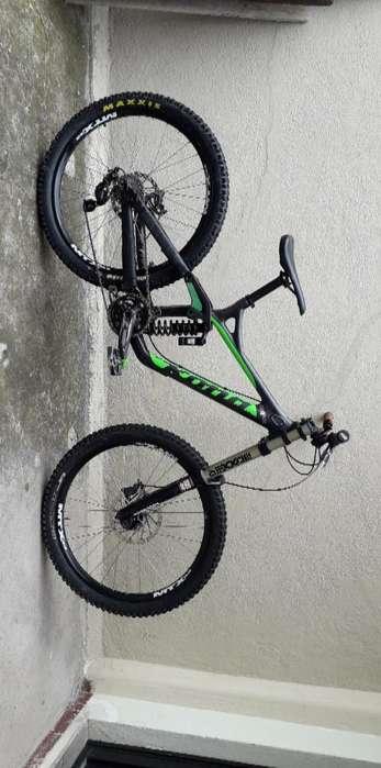 Bici de Downhill Kona Operator