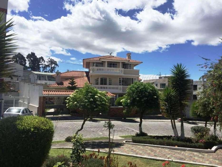 Casa Independiente en Venta – Sector Embajada Americana