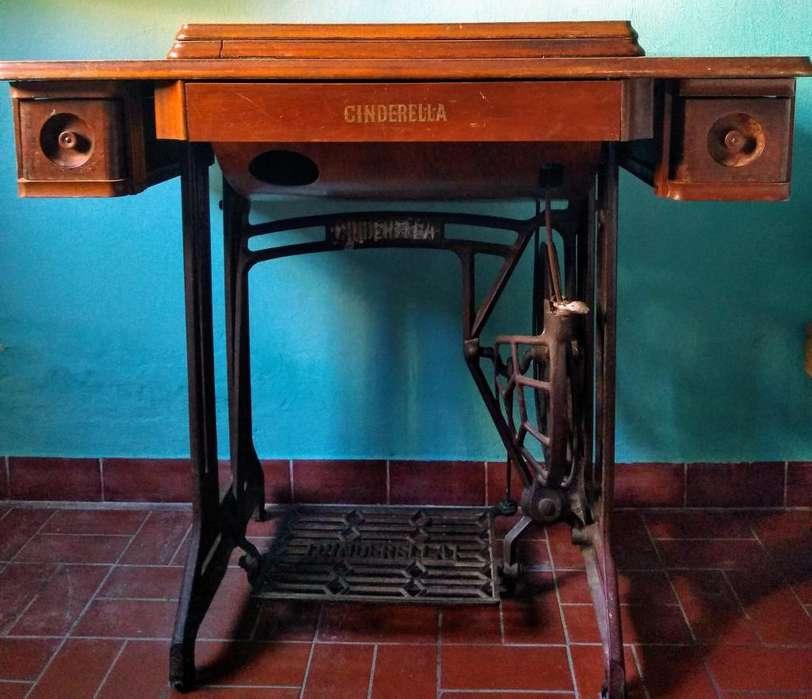 Maquina de Coser Antigua Cinderella