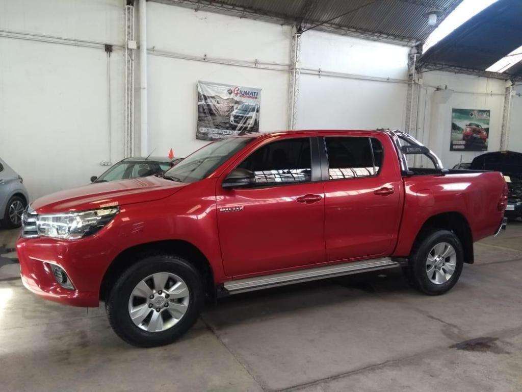 Toyota Hilux 2.4 SR. Año 2018 52.000km Excelente estado.