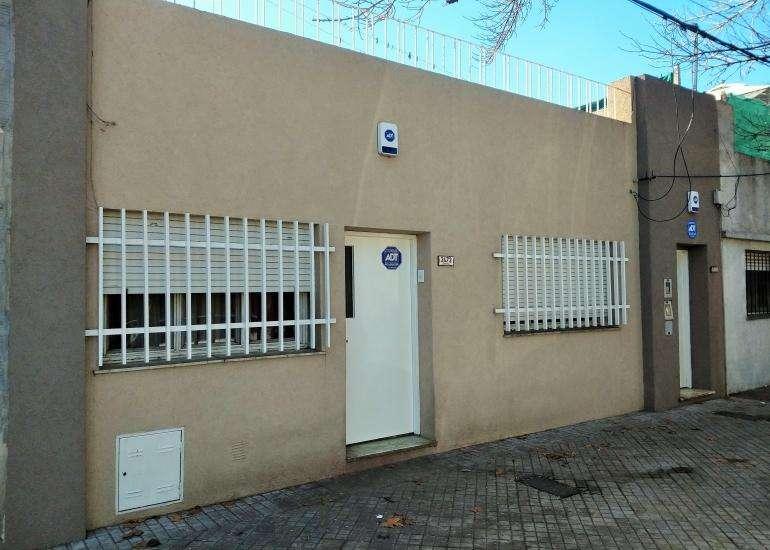 Oportunidad!! Casa 2 dormitorios y departamento 1 dormitorio con entrada de pasillo independiente!!!
