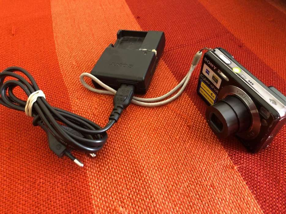 Camara Digital Sony con Cargador