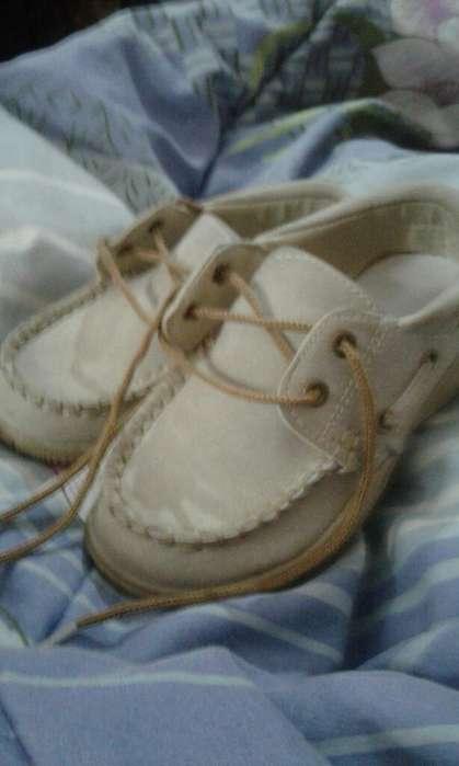 Vendo Zapatos de Niño Número 25