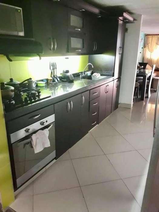 CÓDIGO M82: Casa Amplia con Garaje en Barrio Florida
