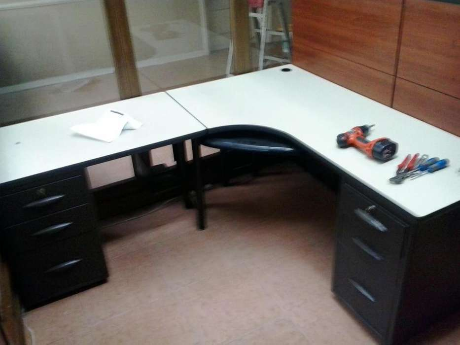 vendo dos escritorios modulares compu con divisiones tipo pared