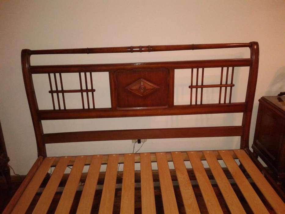 JUEGO <strong>dormitorio</strong> ESTILO INGLES. CAMA, COMODA Y MESAS DE LUZ. EXCELENTE ESTADO!!!